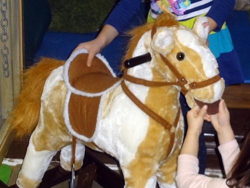 15-01-ponies02